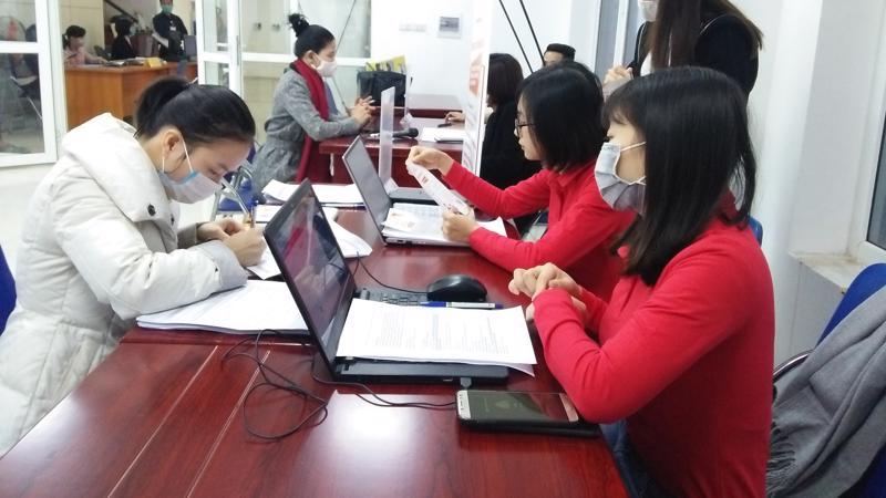 Lao động đăng ký tư vấn hỗ trợ việc làm tại một trung tâm dịch vụ việc làm tại Hà Nội. Ảnh - N.Dương.