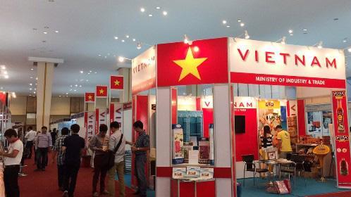 Việt Nam tham dự hội chợ tại Campuchia.