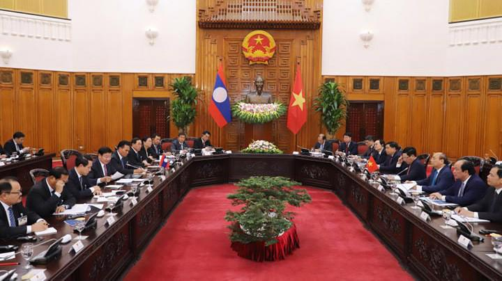 Chiều 1/10, Thủ tướng Nguyễn Xuân Phúc đã tiến hành hội đàm với Thủ tướng CHDCND Lào Thongloun Sisoulith - Ảnh: Quang Phúc.