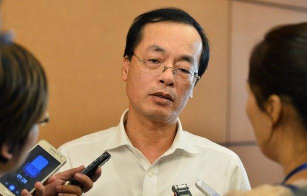 Bộ trưởng Bộ Xây dựng Phạm Hồng Hà trong một lần trả lời báo chi bên hành lang Quốc hội.