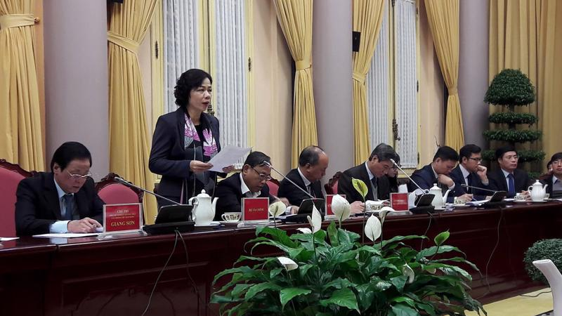 Thứ trưởng Bộ Tài chính Vũ Thị Mai tại buổi họp báo.
