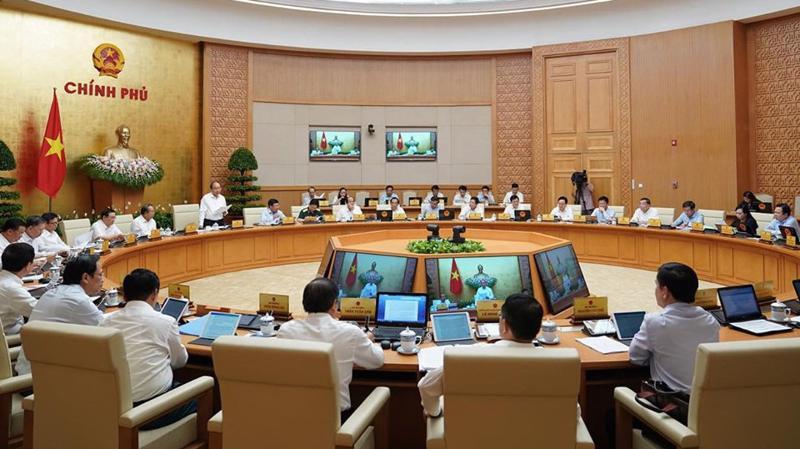 Phiên họp thường kỳ tháng 8 của Chính phủ - Ảnh: QP