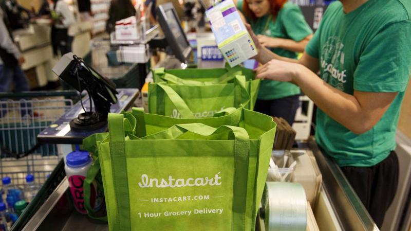 Nhiều người từng cho rằng Instacart sẽ sớm tàn lụi trước áp lực từ gã thương mại điện tử khổng lồ Amazon khi hãng này thâu tóm Whole Foods năm 2017.