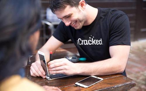 iCracked ra đời từ phòng ký túc xá đại học - Ảnh: CNBC.<br>
