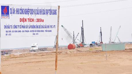 Khu công nghiệp Dịch vụ Dầu khí Soài Rạp, Tiền Giang có diện tích trên 285ha, nằm trên địa bàn các xã Gia Thuận, Vàm Láng thuộc địa bàn huyện Gò Công Đông, tỉnh Tiền Giang.