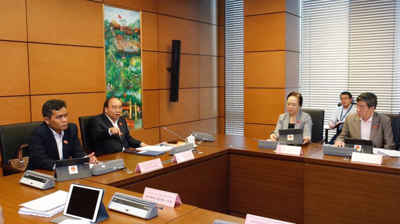 Thủ tướng Nguyễn Xuân Phúc phát biểu tại tổ Đại biểu Quốc hội ngày 2/11.