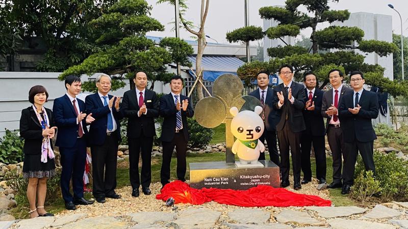 Các đại biểu tham gia buổi lễ khánh thành công trình Vườn Nhật Kyosei-no-niwa.