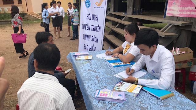Tuyên truyền chính sách bảo hiểm tại huyện Tây Giang (tỉnh Quảng Nam).