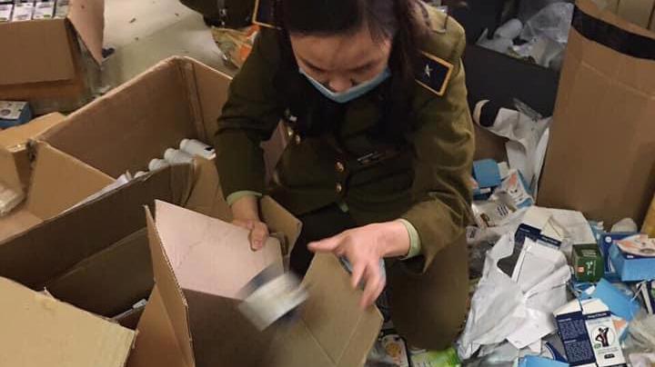 Lực lượng QLTT Hà Nam kiểm tra, thu giữ.