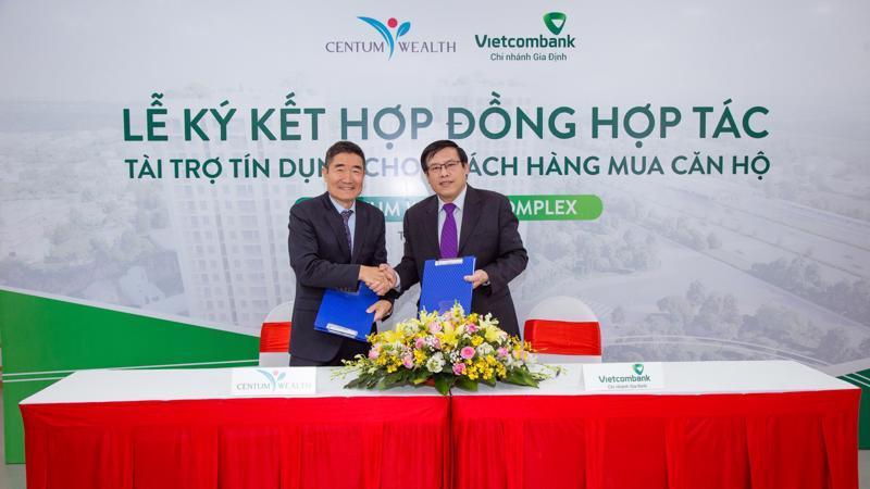 Việc ký kết hợp tác với đối tác Vietcombank không chỉ đảm bảo quyền lợi cho người mua nhà mà còn góp phần tạo niềm tin đối với khách hàng và các nhà đầu tư vào dự án Centum Wealth Complex.