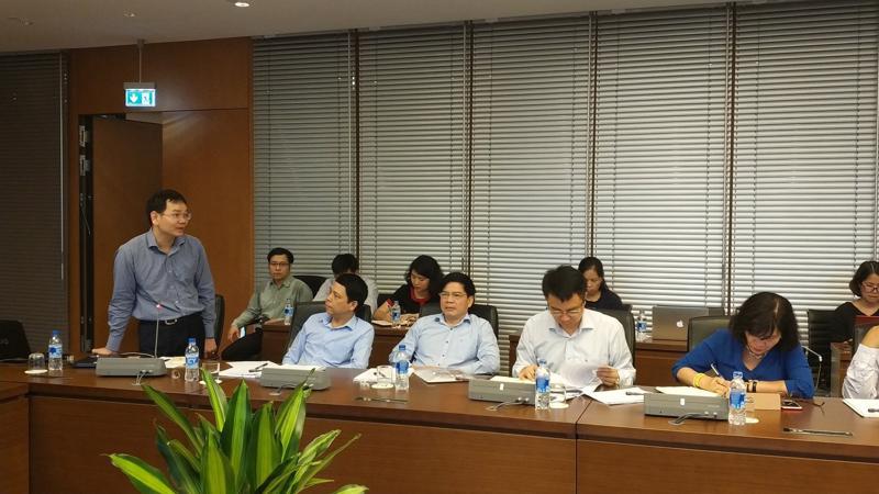 Chuyên gia kinh tế Huỳnh Thế Du phát biểu tại cuộc toa đàm.
