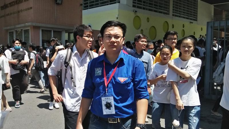 Thí sinh kết thúc ngày thi thứ hai với môn thi Tiếng Anh. Ảnh: N.Dương.