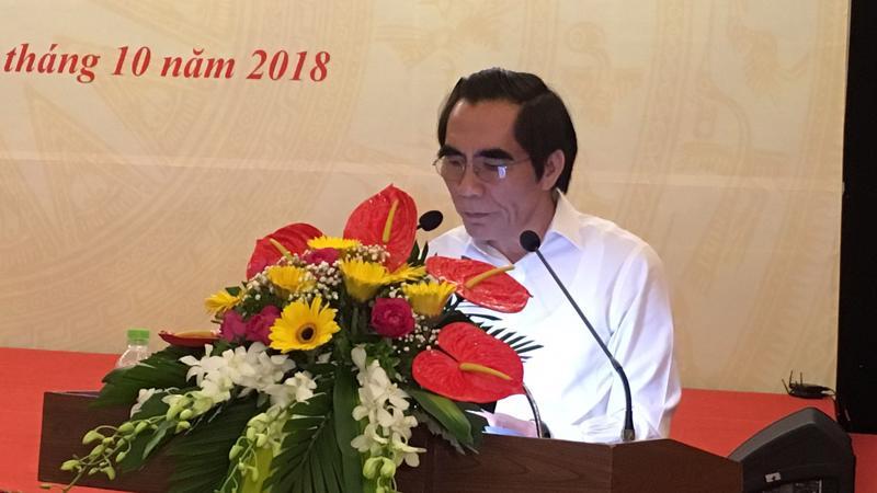 Thứ trưởng Bộ Kế hoạch và Đầu tư đọc tờ trình dự án luật.