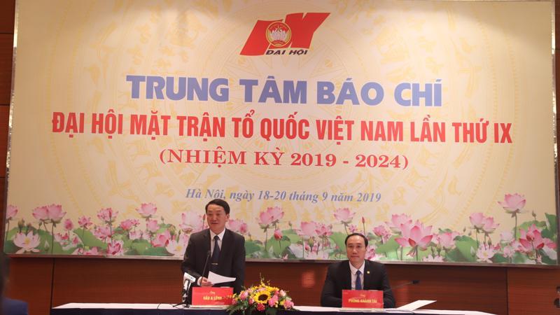 Ông Hầu A Lềnh, Ủy viên Trung ương Đảng, Phó Chủ tịch - Tổng thư ký Ủy ban Trung ương Mặt trận Tổ quốc Việt Nam thông tin về kết quả đại hội.