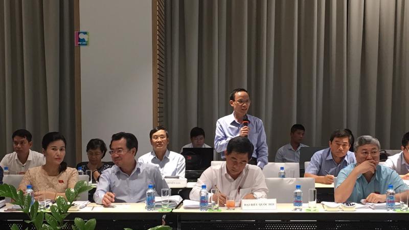 Chuyên gia Cấn Văn Lực phát biểu trong phiên họp của Uỷ ban Kinh tế.