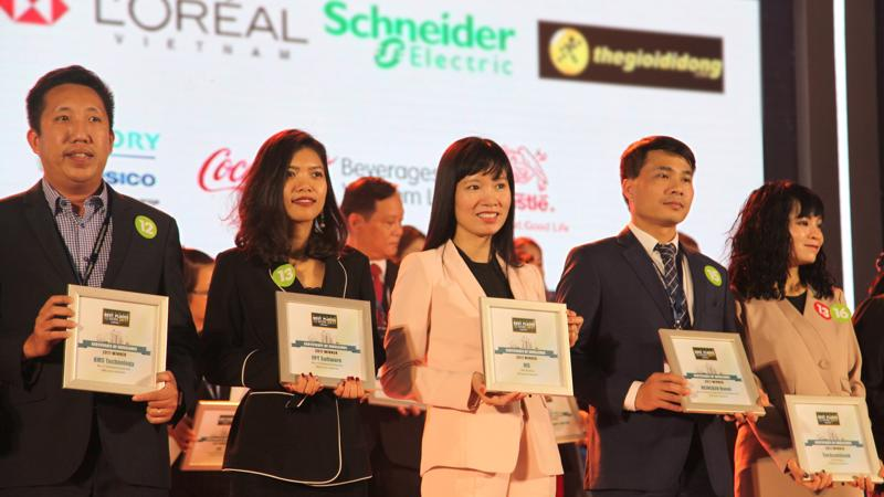 Bà Trần Thị Bảo Quế - Giám đốc nhân sự MB, đại diện MB tại lễ trao giải.