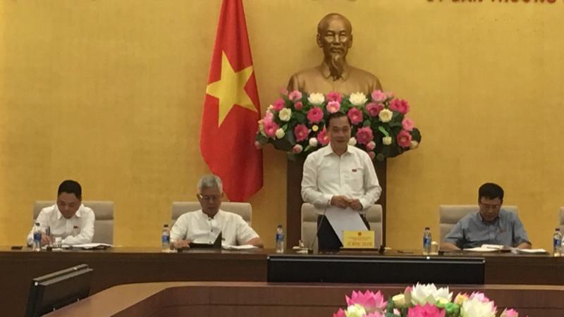 Chủ nhiệm Uỷ ban Kinh tế Vũ Hồng Thanh phát biểu khai mạc phiên họp.
