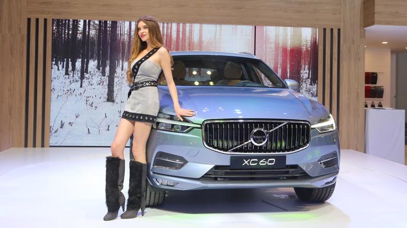 Khác với những mẫu xe hạng sang đến từ Đức, Volvo XC60 có ngoại thất sang trọng nhưng tinh tế hơn, ít màu mè hơn.