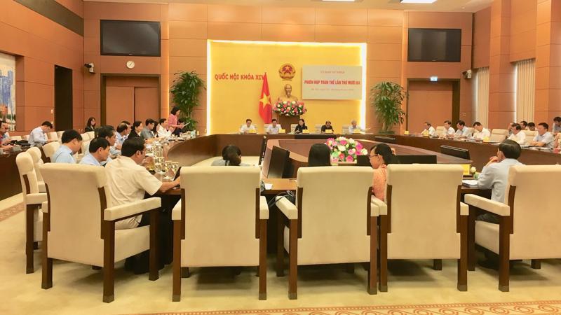 Toàn cảnh phiên họp của Uỷ ban Tư pháp