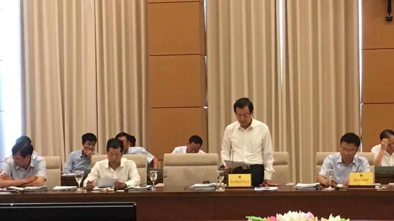 Lãnh đạo Toà án nhân dân Tối cao trình bày báo cáo tại phiên họp