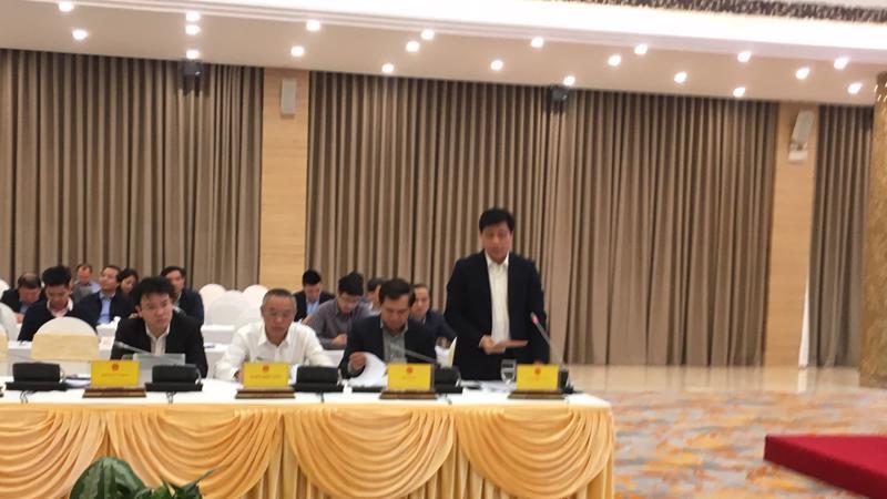 Thứ trưởng Bộ Giao thông vận tải Nguyễn Ngọc Đông trả lời báo chí tại cuộc họp báo.