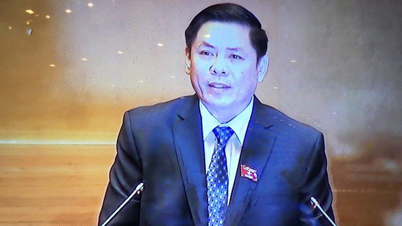 Bộ trưởng Nguyễn Văn Thể trình dự án trước Quốc hội.
