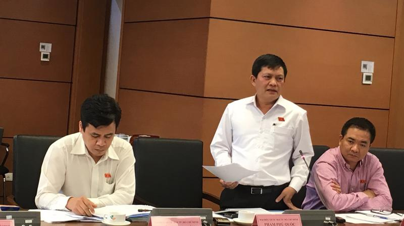Đại biểu Phạm Phú Quốc phát biểu tại tổ Tp.HCM.