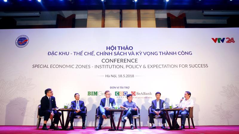 Tham dự hội thảo các chuyên gia và nhà đầu tư đã thảo luận và làm rõ hơn về việc triển khai thực hiện Luật Đặc khu của 3 đơn vị hành chính kinh tế ở 3 miền.
