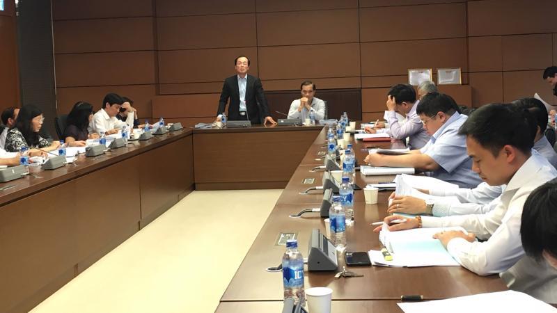 Bộ trưởng Bộ Xây dựng Phạm Hồng Hà phát biểu tại phiên thẩm tra.