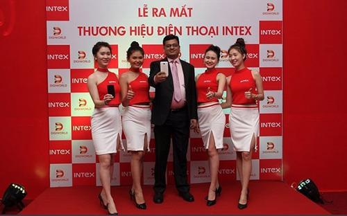 Buổi giới thiệu sản phẩm điện thoại lần đầu ra thị trường Việt của hãng điện thoại Intex.