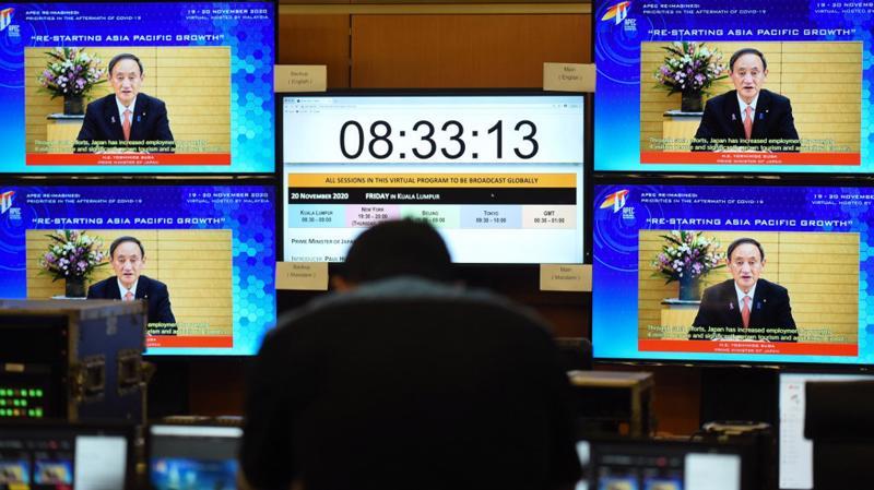 Thủ tướng Nhật Bản Yoshihide Suga phát biểu trực tuyến ngày 20/11 - Ảnh: Reuters