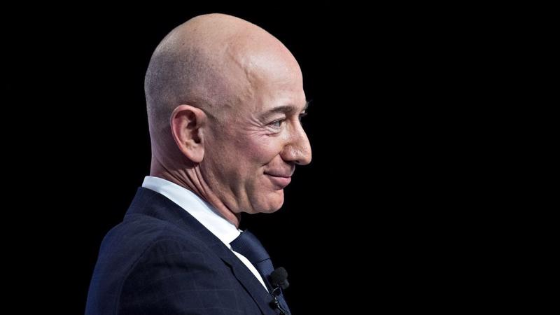 Jeff Bezos, người sáng lập, CEO của Amazon - Ảnh: CNN.
