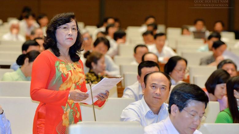 Đại biểu Nguyễn Thị Kim Bé: người dân không xin Nhà nước hoặc doanh nghiệp cho người dân được giảm phí.