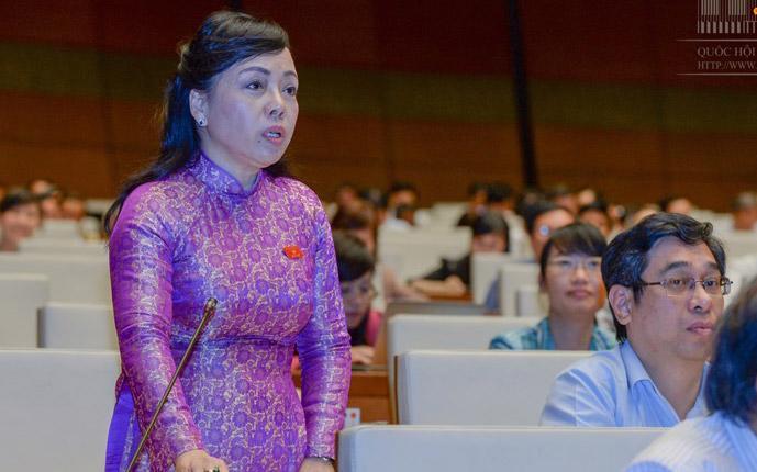 """Bộ trưởng Bộ Y tế Nguyễn Thị Kim Tiến, người đã """"lỡ hẹn"""" khá nhiều lần từ nhiệm kỳ Quốc hội trước, dù lĩnh vực phụ trách của bà thường có nhiều vấn đề nóng."""