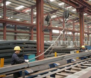 Năm 2010 công nghiệp và xây dựng dự kiến tăng 7-7,5% - Ảnh: Việt Tuấn.