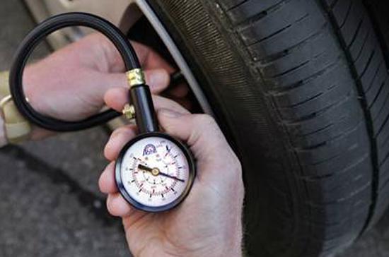 Khi lốp đã cũ thì lốp trước và lốp sau phải bơm bao nhiêu kg? - Ảnh minh họa.