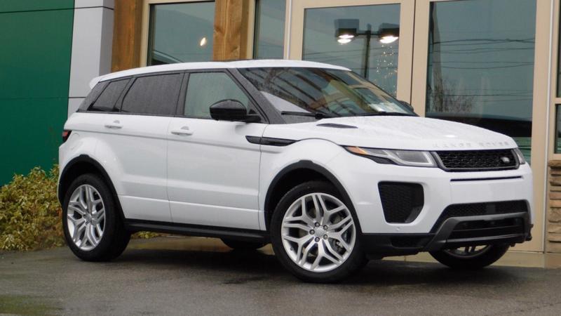 Land Rover Evoque có giá bán trên thị trường khoảng 3,2 tỷ đồng.
