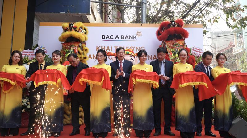 Lễ cắt băng khai trương BAC A BANK chi nhánh Nam Định.