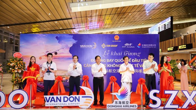 Ngay trong tháng 6/2019, Vân Đồn sẽ khai thác thêm các đường bay quốc tế mới như Vân Đồn - Đài Loan của Bamboo Airways, Vân Đồn - Incheon (Hàn Quốc) của Vietnam Airlines.
