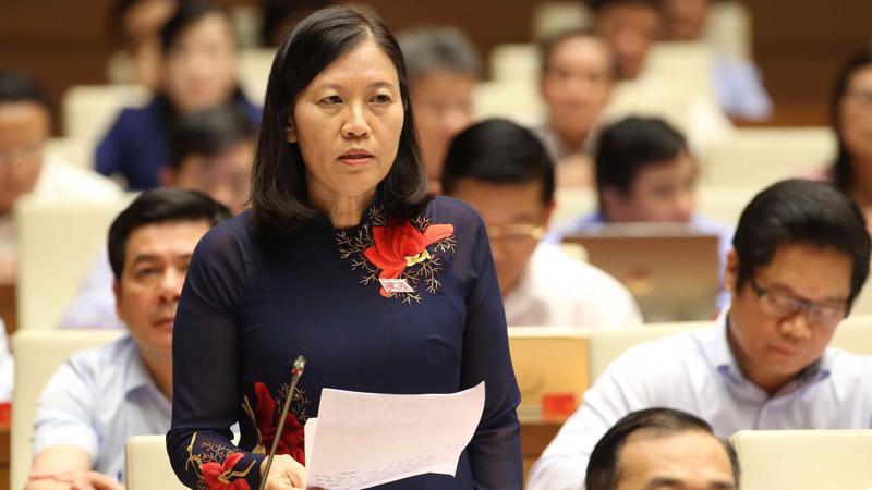 Chủ nhiệm Uỷ ban Tư pháp Lê Thị Nga chất vấn Bộ trưởng Đào Ngọc Dung.