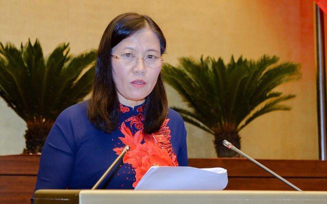Chủ nhiệm Ủy ban Tư pháp Lê Thị Nga báo cáo giải trình, tiếp thu chỉnh lý dự thảo luật.