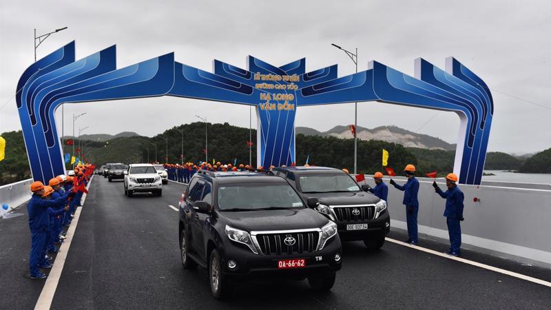 Lễ thông tuyến cao tốc Hạ Long - Vân Đồn.