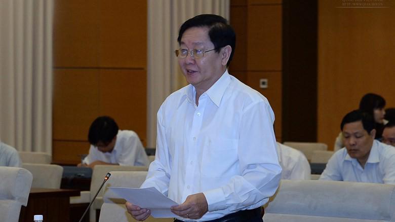 Bộ trưởng Bộ Nội vụ Lê Vĩnh Tân trình bày tờ trình của Chính phủ.