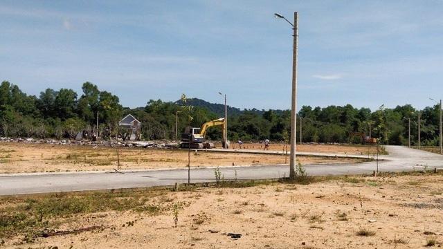 Trước đó, vào tháng 5/2019, UBND huyện Phú Quốc đã có văn bản chỉ đạo về việc tạm ngưng chuyển đổi mục đích sử dụng đất đối với các trường hợp phân lô, tách thửa diện tích dưới 500m2.