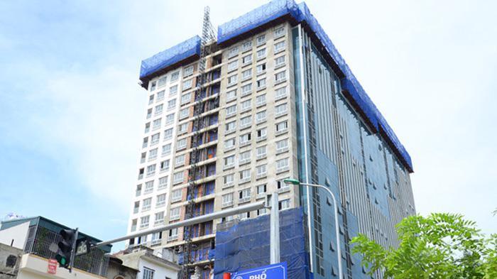 Việc phá dỡ tầng 18 của tòa nhà 8B Lê Trực đã hoàn thành.