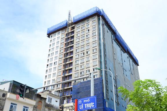 """<span style=""""font-family: &quot;Times New Roman&quot;; font-size: 14.6667px;"""">Đến nay cơ quan chức năng của thành phố Hà Nội đã thực hiện xong giai đoạn 1 là phá dỡ tầng 19 của tòa nhà.</span>"""