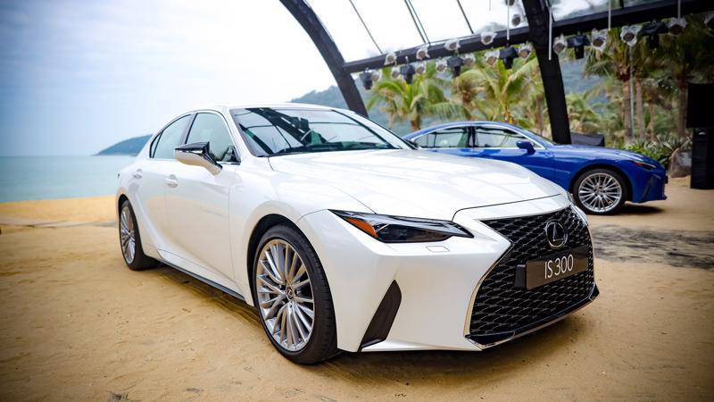 Ngoại thất của Lexus IS 2021 khá đơn giản, không nhiều đường nét cầu kỳ.