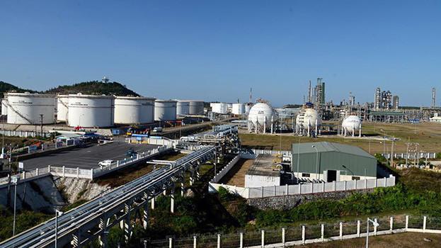 Nhà máy lọc hoá dầu Dung Quất.