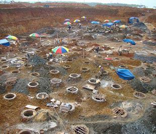 Công trường đào hố móng xây dựng nhà máy alumin Tân Rai - Ảnh: Bộ Tài nguyên và Môi trường.