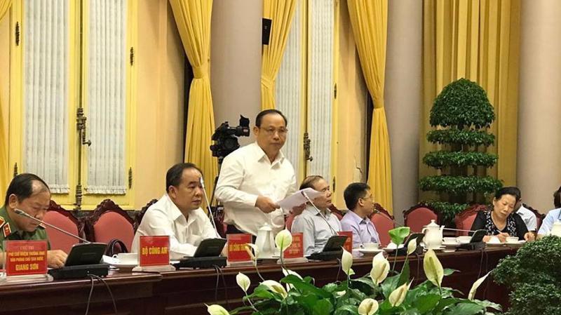 Thứ trưởng Bộ Kế hoạch và đầu tư Nguyễn Văn Hiếu giới thiệu về Luật sửa 11 luật liên quan đến quy hoạch